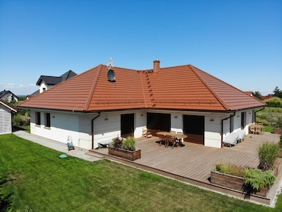 Budowa domu projekt grenada - Wrocław, wybudowany dom z czerwoną dachówką