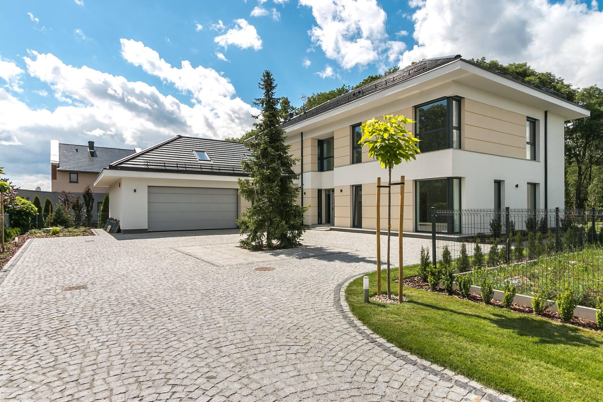 Budowa domu jednorodzinnego wolnostojącego w Radomierzycach
